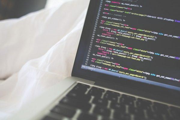 【エンジニア初心者必見!】今人気のプログラミング言語TOP10